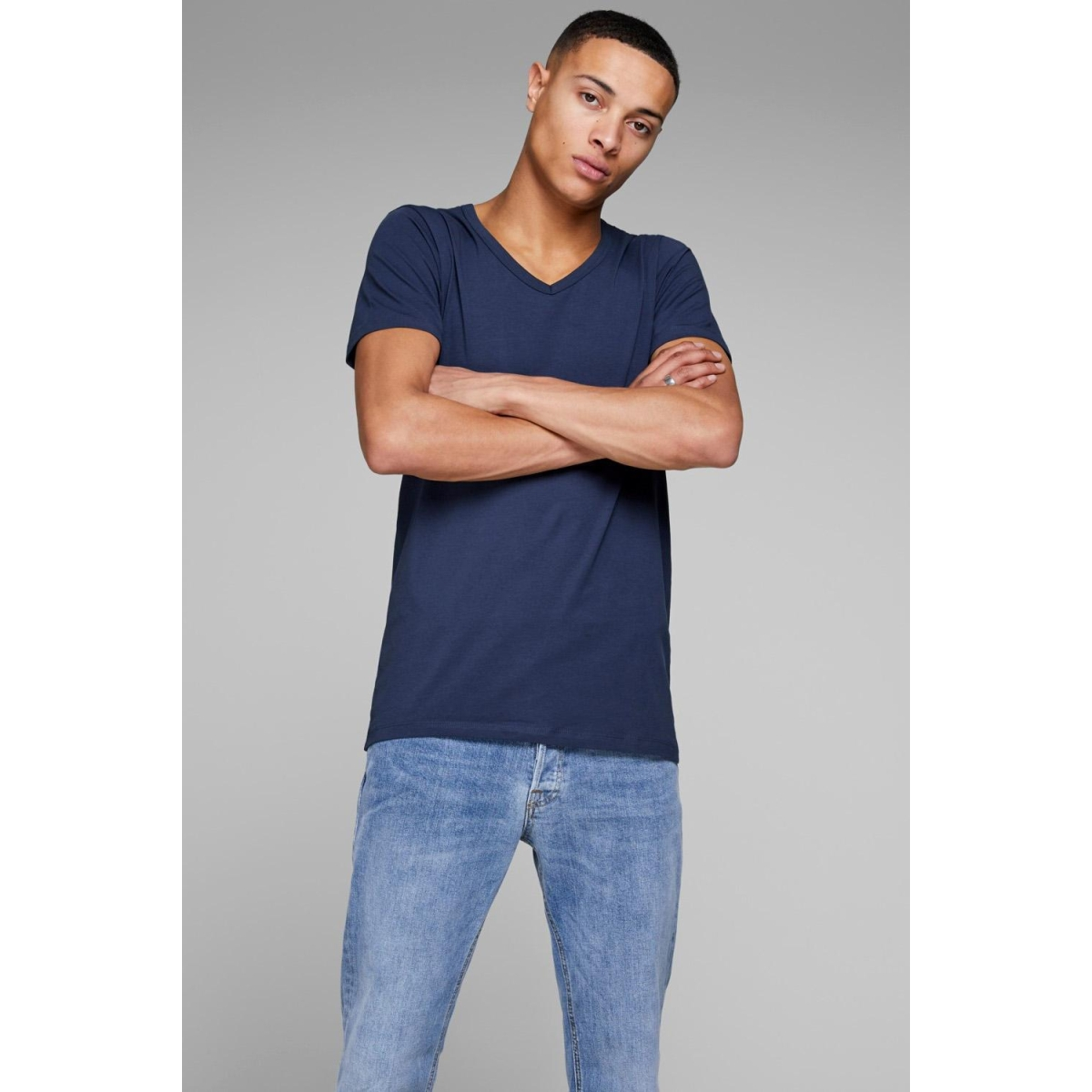 basic v-neck tee s/s 12059219 jack & jones t-shirt navy blue