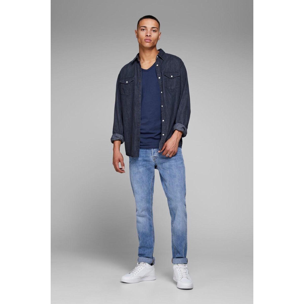 basic v-neck tee s/s noos 12059219 jack & jones t-shirt navy blue