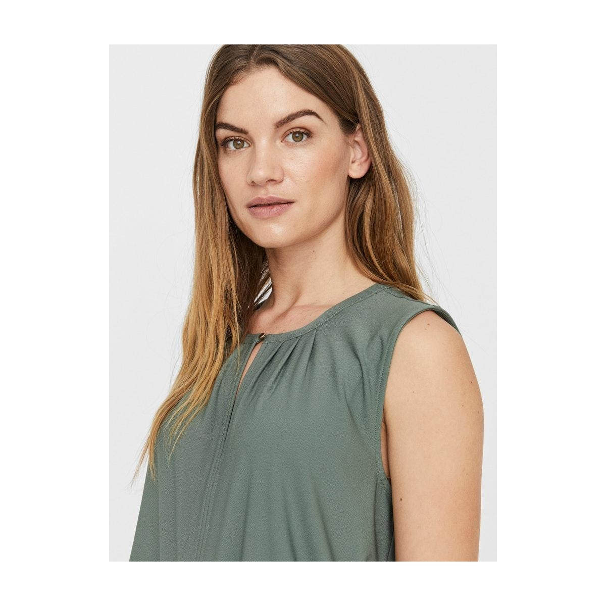 vmmilla sl button top ga vo 10229466 vero moda top laurel wreath