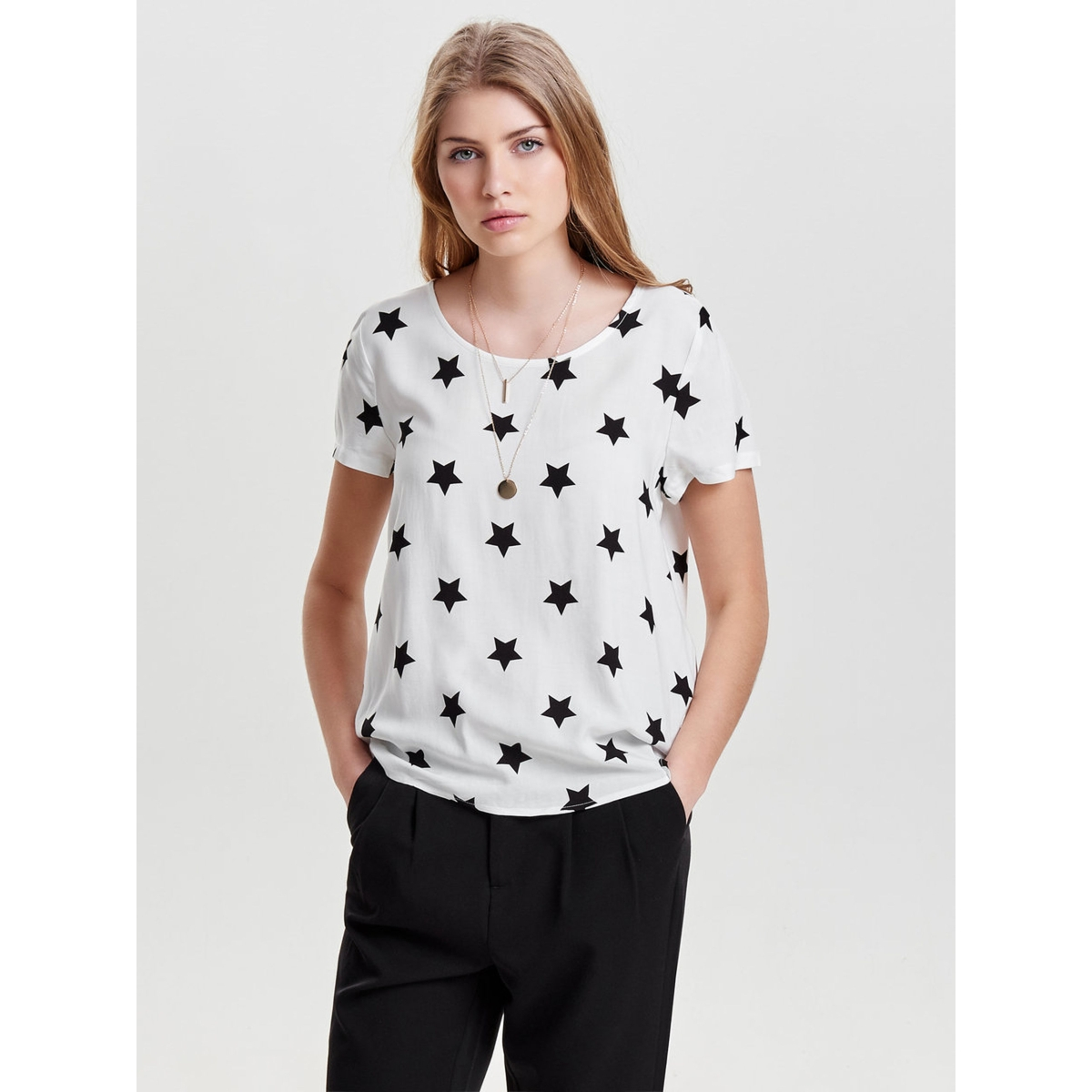 onlfirst ss mix aop top  noos wvn 15138761 only t-shirt cloud dancer/ w. black star