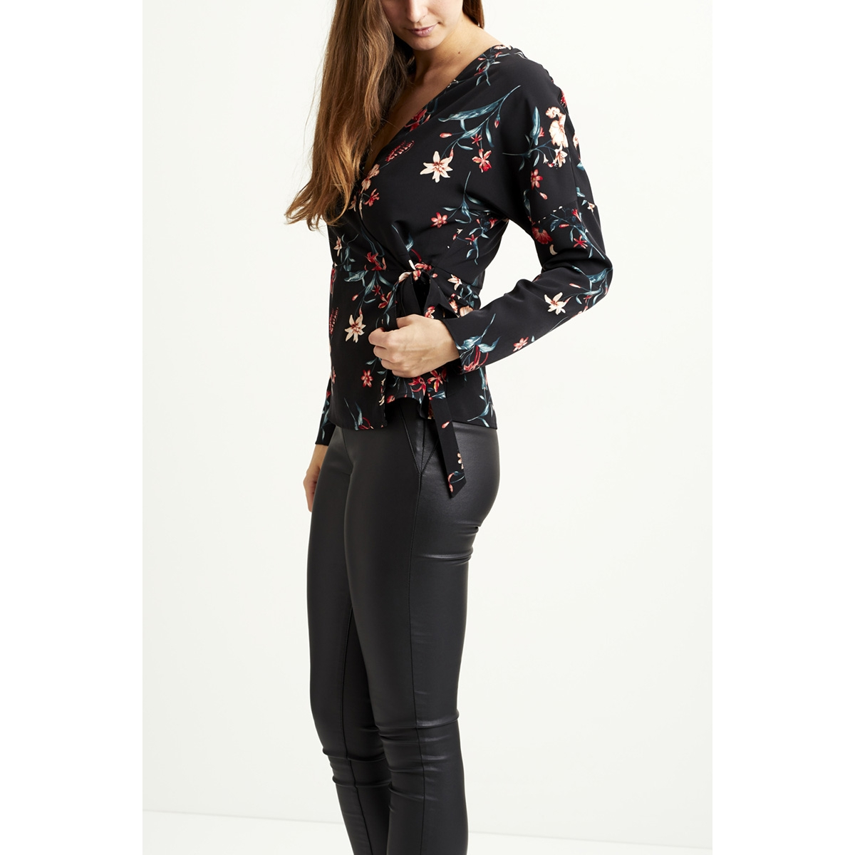 vimabel l/s wrap top/rx 14047442 vila blouse black / flower print