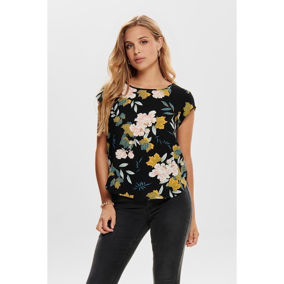 onlvic ss aop top noos wvn 15161116 only t-shirt black/faye flower