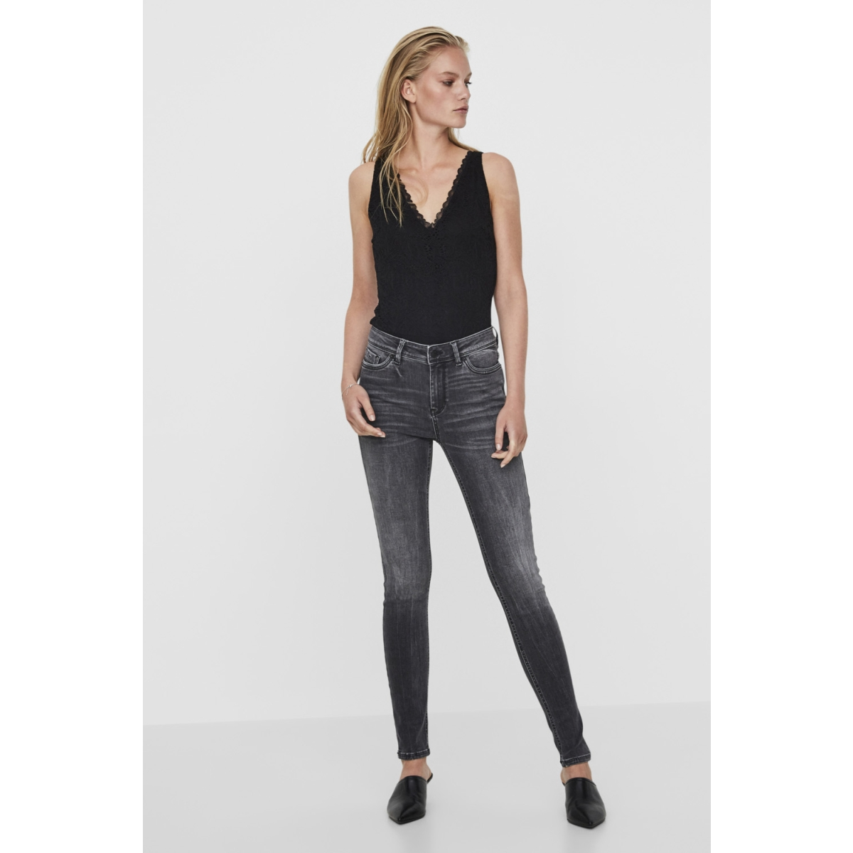 vmseven nw ss piping jeans am202 no 10191333 vero moda jeans black