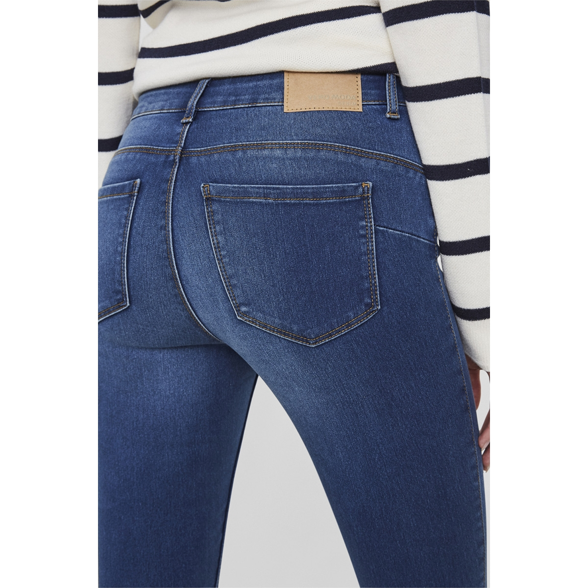 vmseven nw s shape up jeans vi510 noos 10191267 vero moda jeans medium blue denim