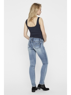 mlsantiago light blue slim jeans a. 20009458 mama-licious positie broek light blue denim