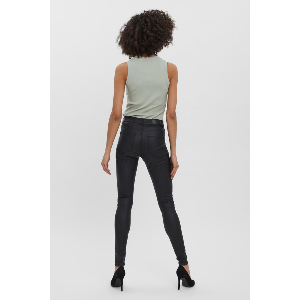 vmseven nw ss smooth coated pants n 10138972 vero moda broek black
